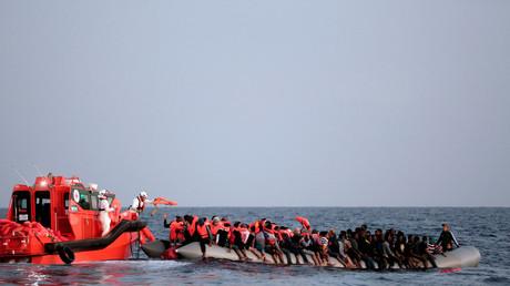 Des migrants en Méditerranée