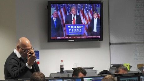 Des traders à Londres suivent en direct l'intervention de Donald Trump élu à la présidence américaine