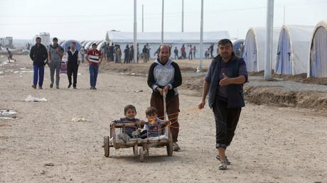 Des déplacés qui ont du quitter la ville de Mossoul se retrouvent dans le camp de réfugiés de Khazer.