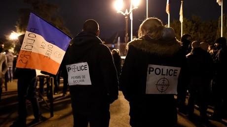 Les policiers en colère sortent à nouveau dans les rues de Paris pour manifester