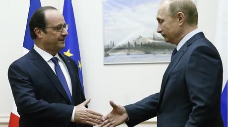Après les attentats du 13 novembre à Paris, la France semblait se rapprocher de la Russie pour combattre Daesh en Syrie. Un an plus tard, pourtant, rien n'a beaucoup changé.