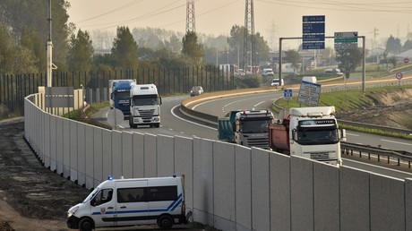 Mur anti-intrusions à Calais : le bras de fer entre la mairie et la préfecture se poursuit