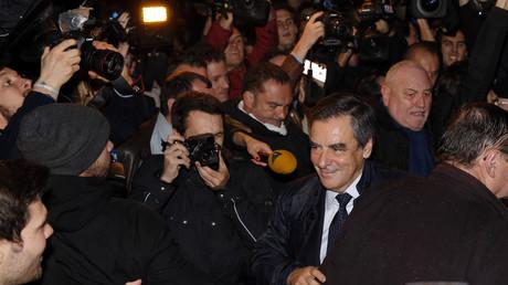 François Fillon rejoint son QG après l'annonce des résultats du premier tour de la primaire de droite.