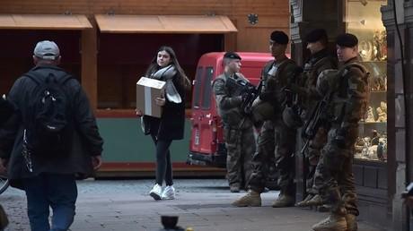 Les militaires surveille de près le marché de Noël de Strasbourg après l'attentat déjoué