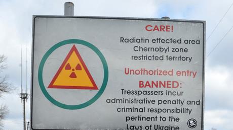 Checkpoint à l'entrée de la zone d'exclusion entourant la centrale nucléaire de Tchernobyl