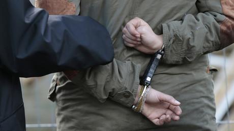 Arrestation d'un suspect par la police