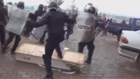 Des cercueils en signe de ras-le-bol contre la discrimination envers les anglophones au Cameroun
