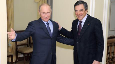 Les bonnes relations qu'entretiennent Vladimir Poutine et François Fillon relancent la polémique sur les «trolls russes»