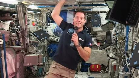 «Pas le temps de regarder le panorama» : en vidéo-conférence depuis l'ISS, Thomas Pesquet se livre