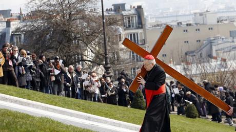 Monseigneur André Vingt-Trois, durant la procession du vendredi Saint à Montmartre