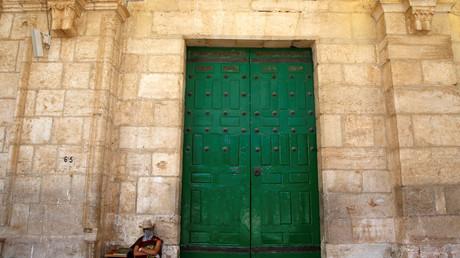 Une centaine de colons israéliens font irruption dans la mosquée al-Aqsa à Jérusalem (VIDEO)
