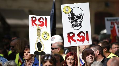 Les travailleurs indépendants manifestent à Paris contre les dysfonctionnements du RSI (VIDEO)
