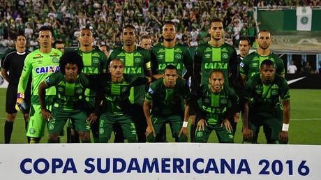 L'équipe Chapecoense après la demi-finale de la Copa Sudamericana qui a eu lieu à Chapeco, au Brésil.