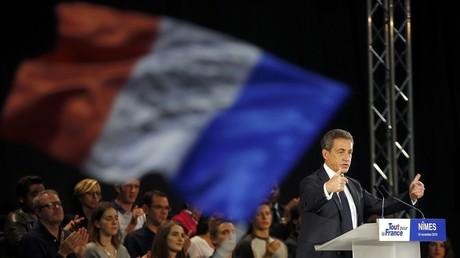 Nicolas Sarkozy en meeting à Nimes devant des militants et sympathisants lors de la campagne de la primaire.