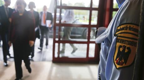 Un membre des services secrets allemands au cours d'une visite de la chancelière Angela Merkel