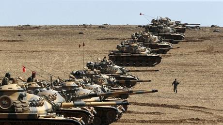 Des chars turcs à la frontière syrienne (2014).
