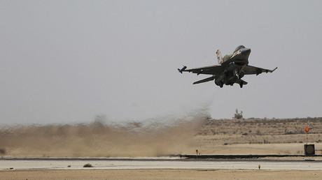 Un F-16 israélien décolle de la base Ramon en Israël