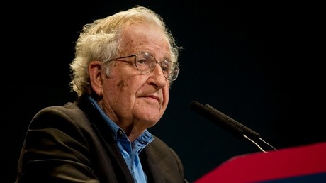 «L'anti-establishment ? Une blague !» : recalé à l'Assemblée, Noam Chomsky s'exprime sur RT (VIDEO)