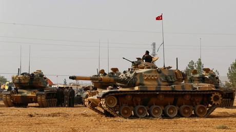 29 novembre 2016 : des chars de l'armée turque près de la frontière syrienne.