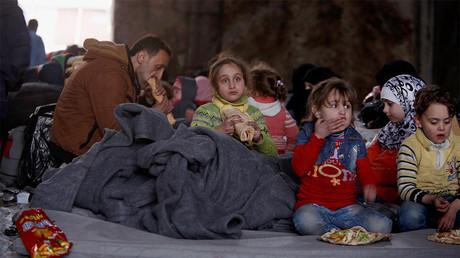 Civils fuyant Alep-Est réfugiés dans un camp du gouvernement syrien à Djibrine, le 30 novembre 2016, photo ©Reuters/Omar Sanadiki
