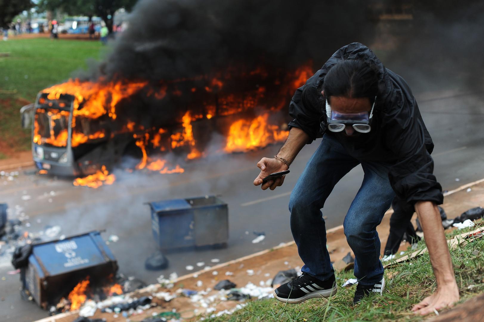 Brésil : des manifestations contre un plan d'austérité voté par le Sénat dégénèrent (VIDEOS)