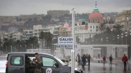 Patrouille de l'armée française à Nice dans le cadre du plan Vigipirate