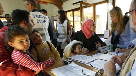 Accueil des réfugiés par des particuliers : le gouvernement «reste l'idiot utile du crime organisé»