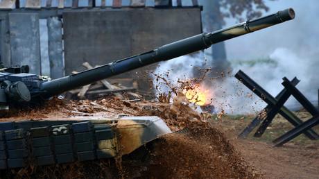 Exercices militaires impliquant les chars russes T-72