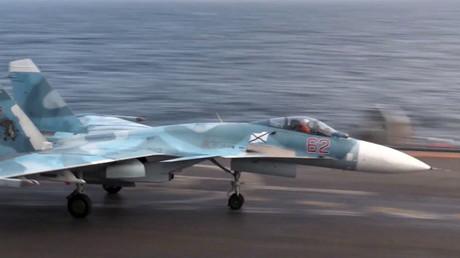 Un chasseur russe s'écrase en mer en tentant d'atterrir sur le porte-avions Amiral Kouznetsov