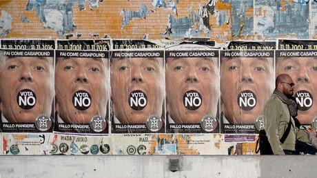 Des affiches en faveur du «non» au référendum italien, à Rome, le 30 novembre