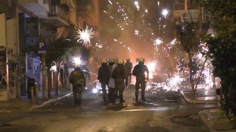 Emeutes à Athènes en marge de l'hommage à un jeune manifestant, tué par la police en 2008