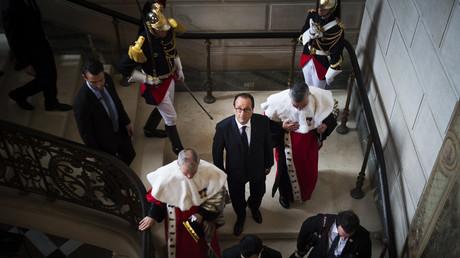 Le président François Hollande entouré par le premier président de la Cour de Cassation Bertand Louvel et le procureur général de cette juridiction Jean-Claude Marin.