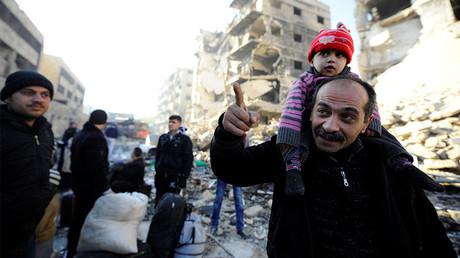 A Alep, des civils parviennent à quitter les enclaves contrôlées par les «rebelles» pour rejoindre la zone reprise par l'armée gouvernementale