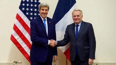 Jean-Marc Ayrault et John Kerry, qui s'étaient déjà rencontrés à Bruxelles le 6 décembre, se sont retrouvés à Paris pour réaffirmer leur soutien aux rebelles soi-disant