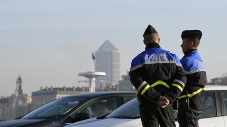 Lyon : trois individus habillés en djihadistes terrorisent les passagers d'un tram