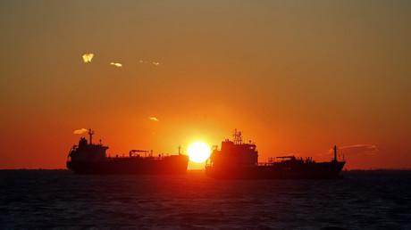 Les cours du pétrole s'envolent après l'accord «historique» sur la réduction de la production