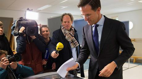 Le Premier ministre des Pays-Bas vote en avril 2016  lors du référendum sur l'accord d'association entre l'Ukraine et l'Union européenne, ©Michael Kooren/Reuters