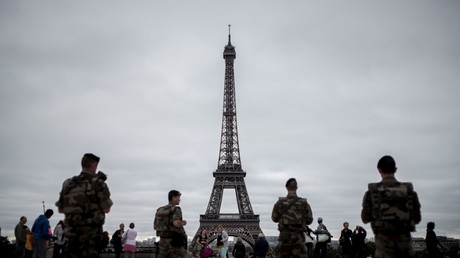 Patrouille de militaires français à Paris dans le cadre de l'opération Sentinelle