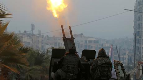 Des rebelles à l'arme anti-aérienne à Alep