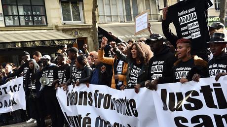 Des manifestants réclamant  «justice» pour Adama Traoré, début novembre 2016, à Paris