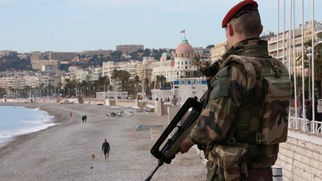 Un soldat français à Nice
