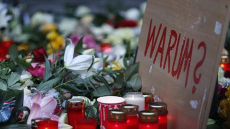 Des fleurs sur le lieu de l'attentat au marché de Noël à Berlin
