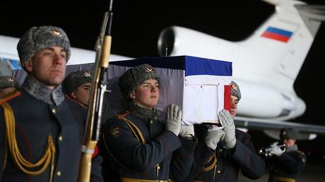 Le corps de l'ambassadeur russe Andreï Karlov est arrivé à Moscou, le 19 décembre 2016.