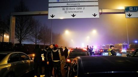 Paris : Après les actions à Orly et Roissy, mobilisation des VTC devant le siège d'Uber (VIDEO)