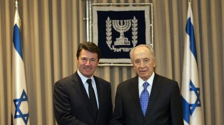 Christian Estrosi est un soutien affirmé d'Israël depuis de nombreuses années : lorsqu'il était ministre de l'Industrie de François Fillon, il avait déjà rencontré le président israélien Shimon Peres