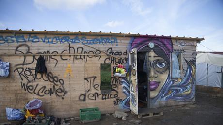 FIn octobre, Manuel Valls et Bernard Cazeneueve avaient promis que le démantèlement de la Jungle de Calais mettrait un terme à une situation dont les habitants de Calais étaient excédés