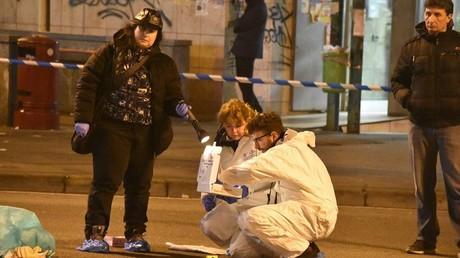 La police scientifique tentant de relever des indices sur les lieux de l'attaque d'un marché de Noël de Berlin qui aurait été menée par Anis Amri