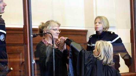 Jacqueline Sauvage et son avocate lors de son procès en appel.