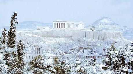Athènes se réveille enneigée et les Grecs s'en émerveillent sur les réseaux sociaux (IMAGES, VIDEO)