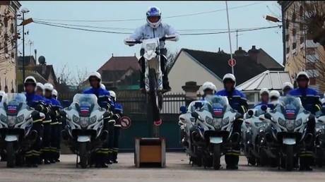 Les élèves motards du CNFM ont rendu hommage à leurs collègues agressés à Viry-Chaâtillon en octobre